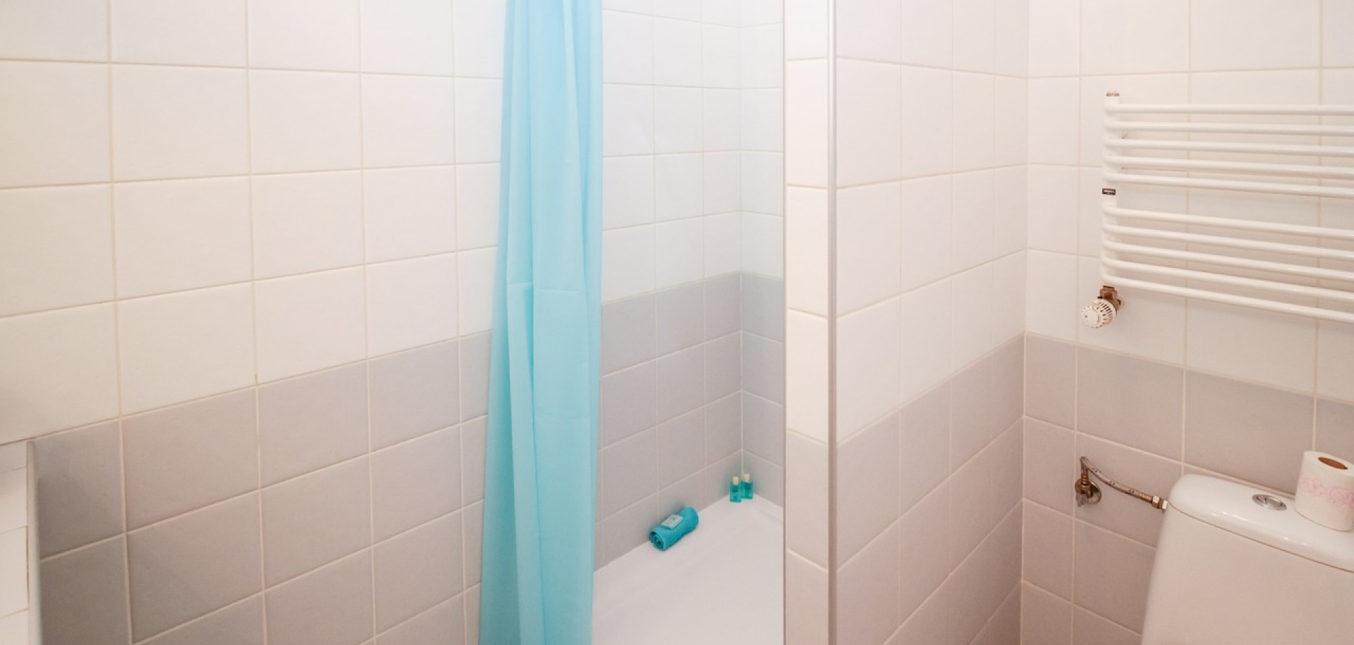 Quel est le prix d'une cabine de douche et de son installation ?